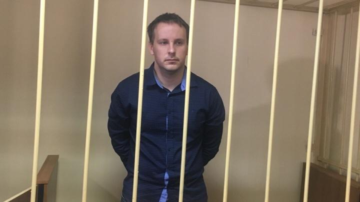 Сотрудника ИК-1, обвиняемого в избиении Евгения Макарова, выпустили под домашний арест