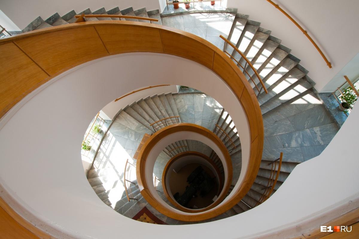 Пожалуй, это самая фотографируемая лестница в Екатеринбурге