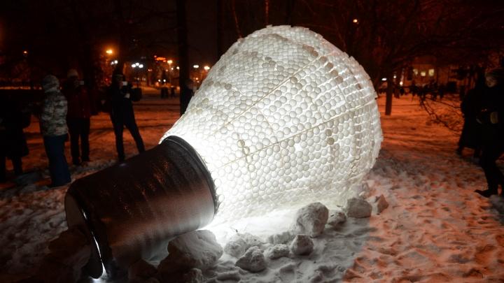 Уличные художники захватили центр Екатеринбурга и осветили его яркими арт-объектами