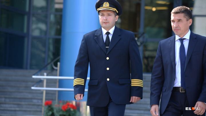 Пилот, посадивший Airbus на кукурузное поле, нанесет первый удар по мячу на матче «Урала»