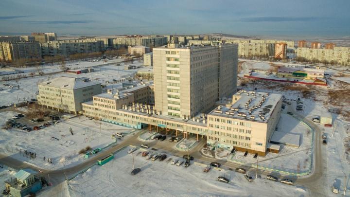 «Квартиры вместо палат»: как живётся в доме, который должен был стать больницей