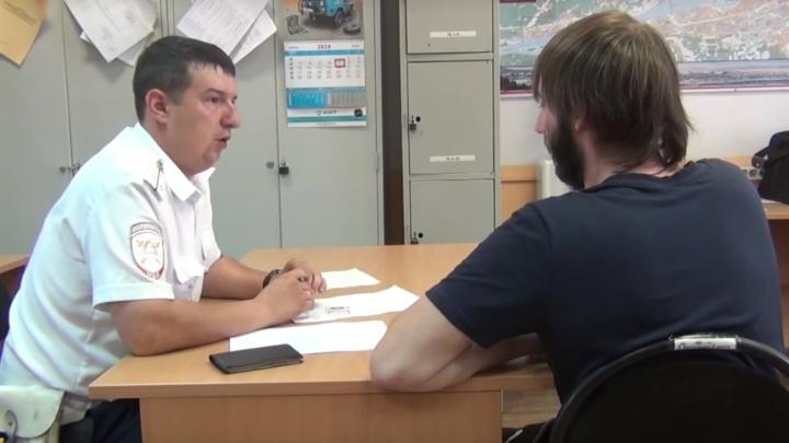 Отец прокатился за рулём с сыном на коленях: его нашли по видео в интернете и оштрафовали