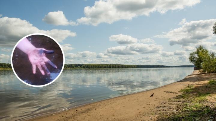 «Вонь дикая»: ярославцы обнаружили в Волге огромные пятна мазута
