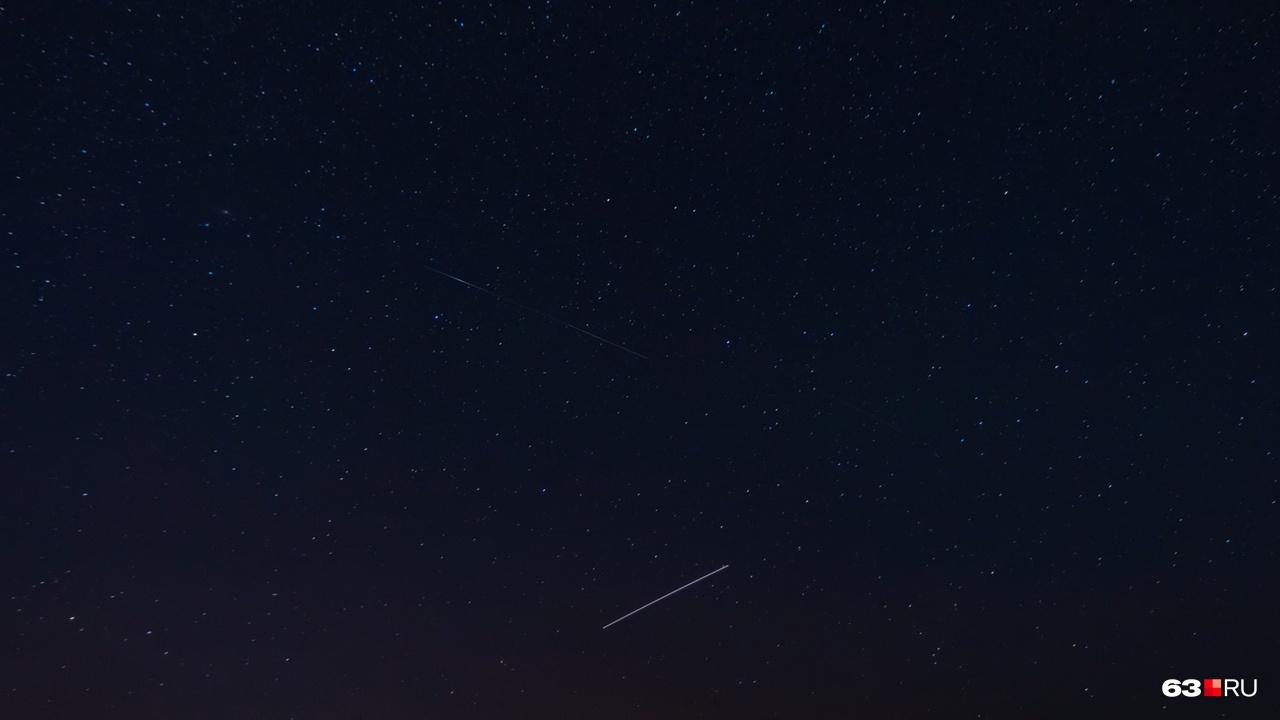 При ясном небе падение метеорита может выглядеть примерно так