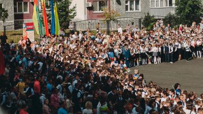 «В одном классе учатся 40 человек»: рассказываем, почему в школах Тюмени «забили» на СанПиН
