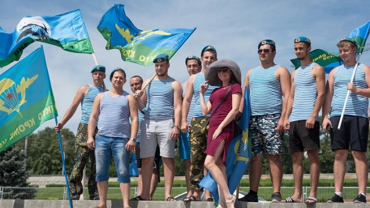 Никто, кроме них: смотрим 15 лучших фото с гуляний волгоградских десантников