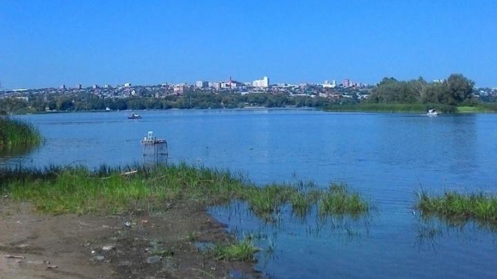 Катер врезался в лодку: в Самаре спасатели достали из воды рыбака