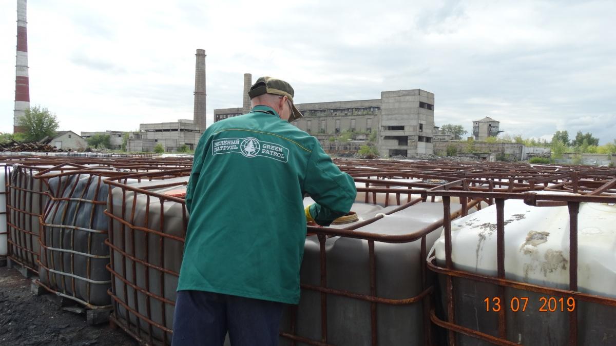 Экологи обнаружили неправильное хранение опасных отходов