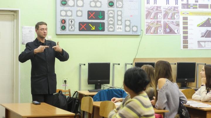 В Самаре для инвалидов и детей-сирот организовали бесплатные курсы вождения