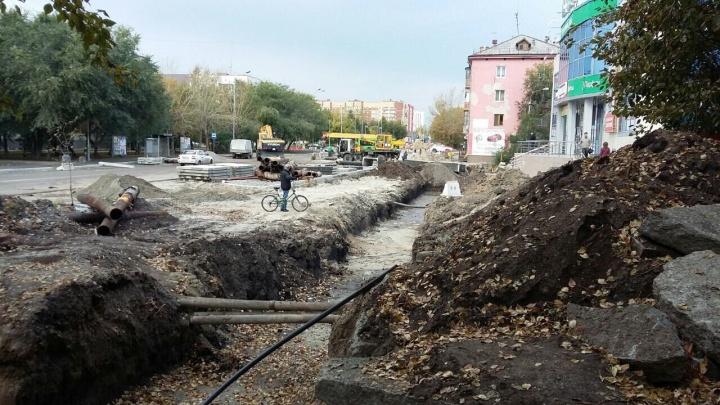 «Улица перекопана, но обещают закончить завтра». Тюменцы на Чернышевского остались без горячей воды