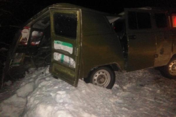 Пассажир УАЗа погиб