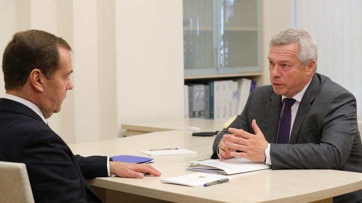 Донской губернатор пообещал Медведеву проконтролировать решение транспортной проблемы в Суворовском
