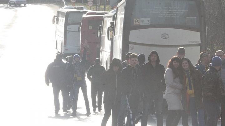 Автобусам с болельщиками ФК «Ростов» пять часов не давали въехать в Сочи