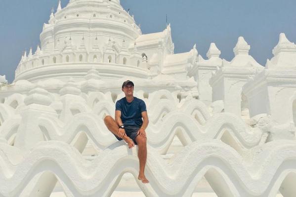 Артёму 32 года, он посетил более 20 стран, больше всего ему нравится в Азии