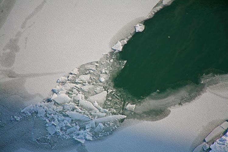 Двое мужчин наснегоходе провалились под лёд наОби