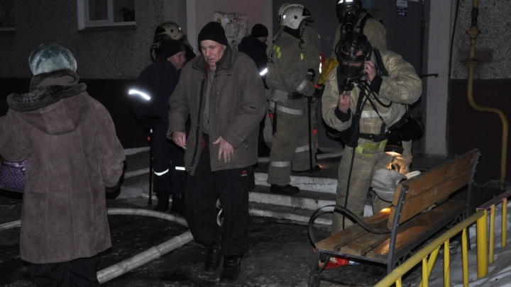 В Кургане при пожаре в многоэтажке погибла семья из трех человек
