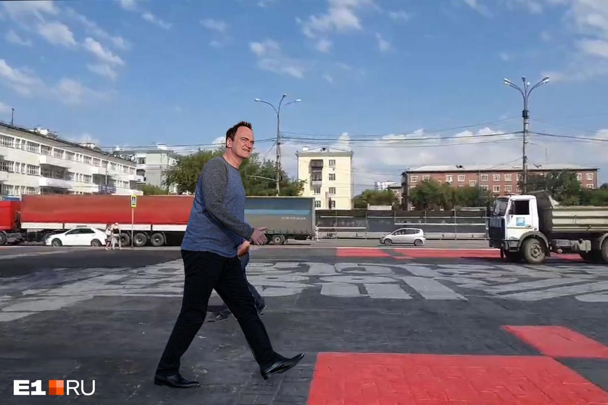 Квентин «гуляет» по Уралмашу. Здесь совсем недавно  закатали в асфальт работу Покраса Ломпаса