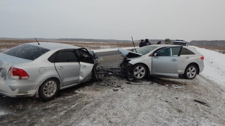 На трассе Екатеринбург – Тюмень водитель Toyota устроил лобовое столкновение на встречке