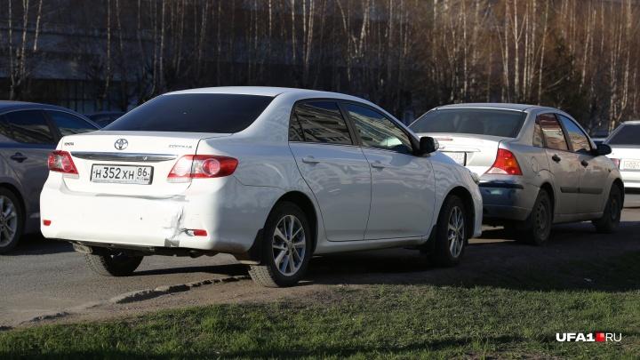 Уфимец оставил автомобиль в грязи, а схлопотал штраф как за парковку на газоне, есть видео