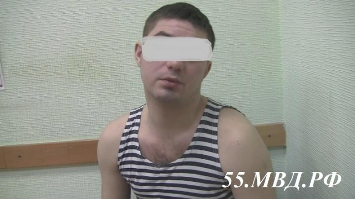«Я захотел купить конфетки»: появилось новое видео допроса самого вежливого грабителя Омска