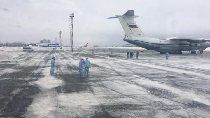 Среди эвакуированных из Китая в Тюмень на карантин есть омичи