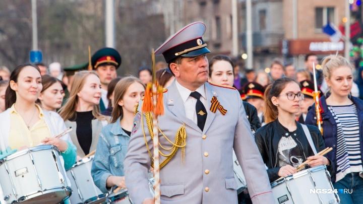 Прямой эфир: в Красноярске стартовал парад Победы