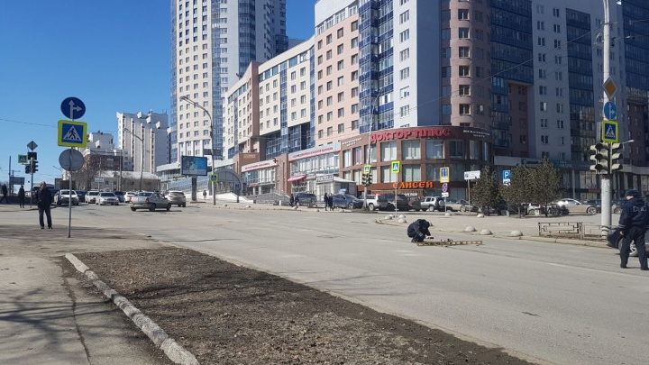 В центре Екатеринбурга женщина за рулем Toyota сбила школьника