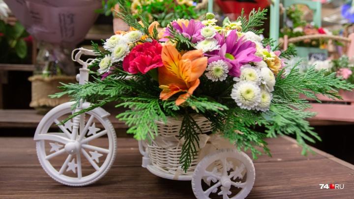 «Как праздники — так полощут нас, бедных!» Разбираемся, кто зарабатывает на цветах в Челябинске