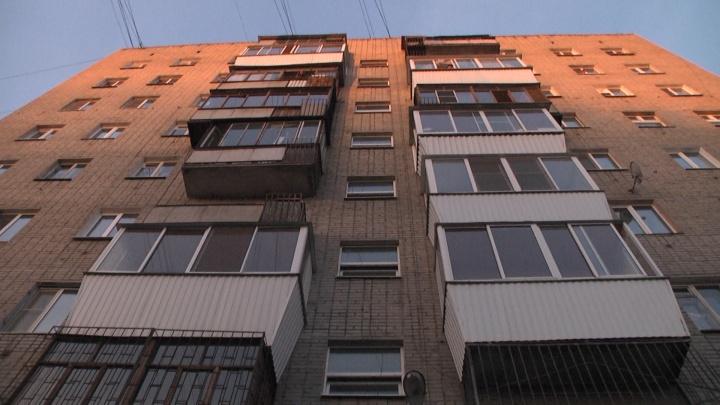 В девятиэтажке на Вторчермете загорелся лифт, жителей верхних этажей спасали пожарные