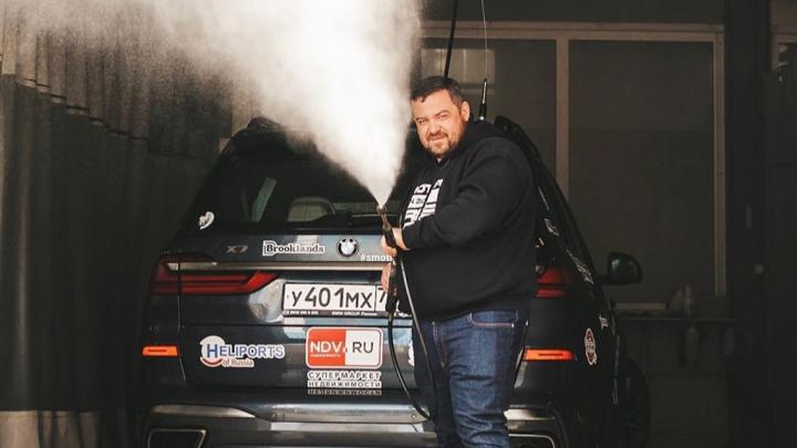 Известный автоблогер приехал в Новосибирск, чтобы помочь детским домам