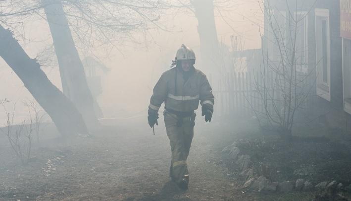 Четыре человека сгорели ночью в двухквартирном доме в Ужуре
