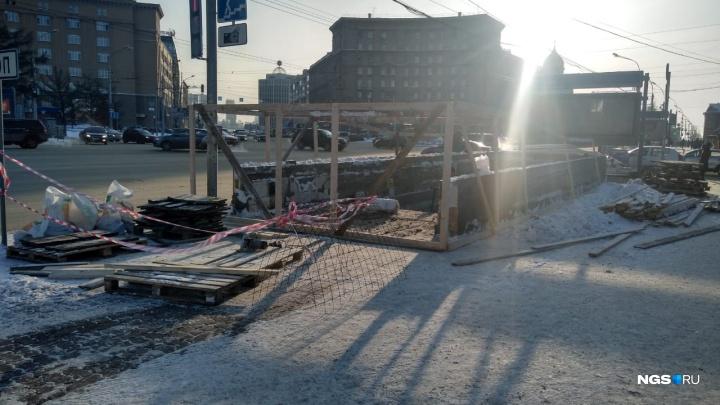 Рядом с Первомайским сквером закрыли вход в подземный переход