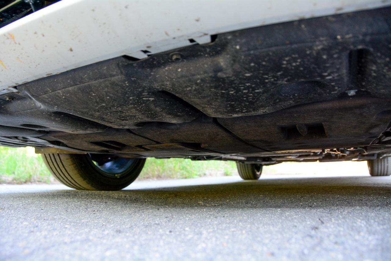 Просвет у Corolla — порядка 150 мм, а под защитой картера еще на сантиметр меньше