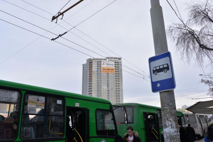 Рядом с жилым домом проходит более 20 маршрутов общественного транспорта