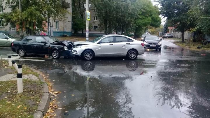 Кегельбан на перекрестке: в Тольятти произошло массовое ДТП