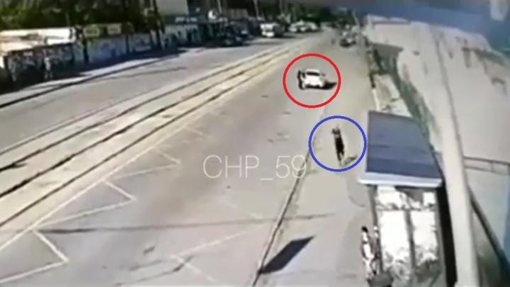 «Накинул удавку на шею»: в Перми подозреваемому в нападении на таксиста предъявили обвинение. Видео