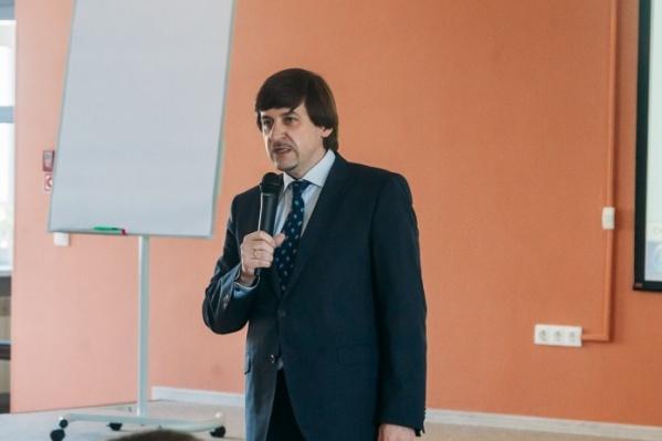 На должности заместителя главы Тюмени Максим Афанасьев работает с 2014 года. Сейчас его называют одним из самых вероятныхкандидатов на кресло мэра Тобольска