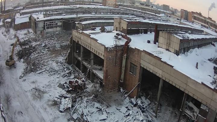 Рабочие приступили к сносу цехов Комбайнового завода