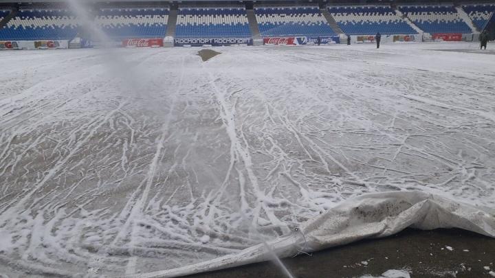 Снег, вода и пленка: как поле «Самара Арены» готовят к мартовскому матчу «Крыльев»
