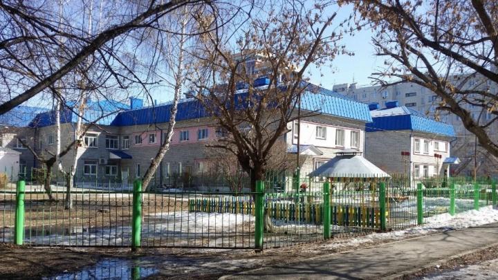 «Болеет половина группы». В детском саду №135 без горячей воды и отопления замерзают малыши