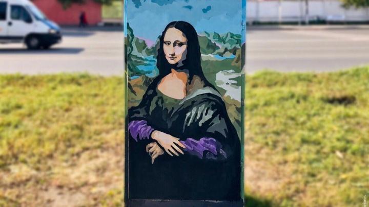 Не улица, а картинная галерея: у челябинского зоопарка нарисовали сразу два портрета Моны Лизы