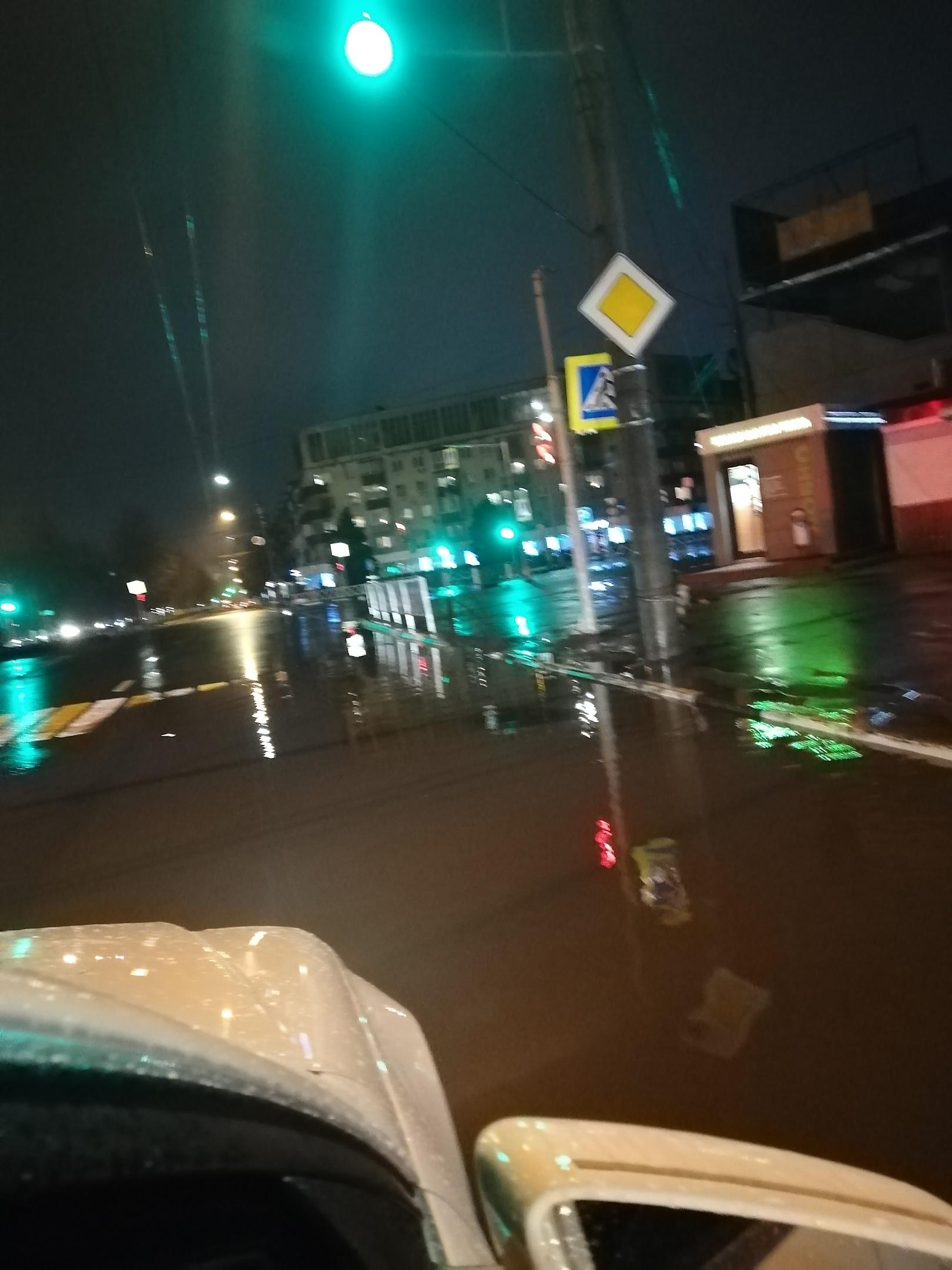 Вечером 4 октября затопило проспект Ленина
