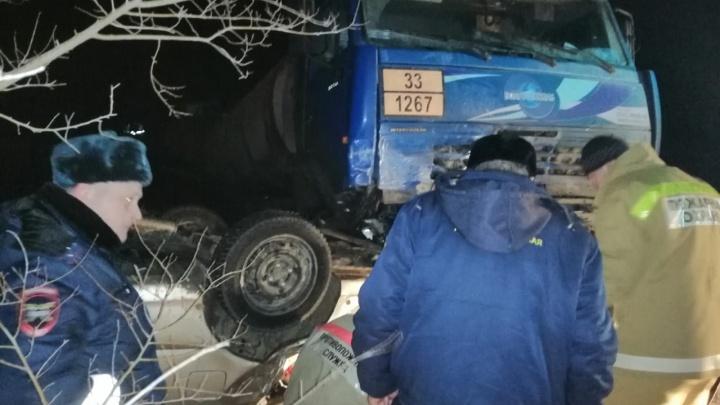 Пятеро погибших: в Волгоградской области легковушка влетела под бензовоз