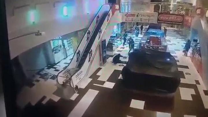 В Екатеринбурге будут судить парней, которые с битами напали на торговый центр «Кит»