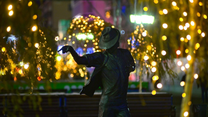 У Екатеринбурга украли новогоднее настроение: фоторепортаж с улиц города, который забыл про праздник