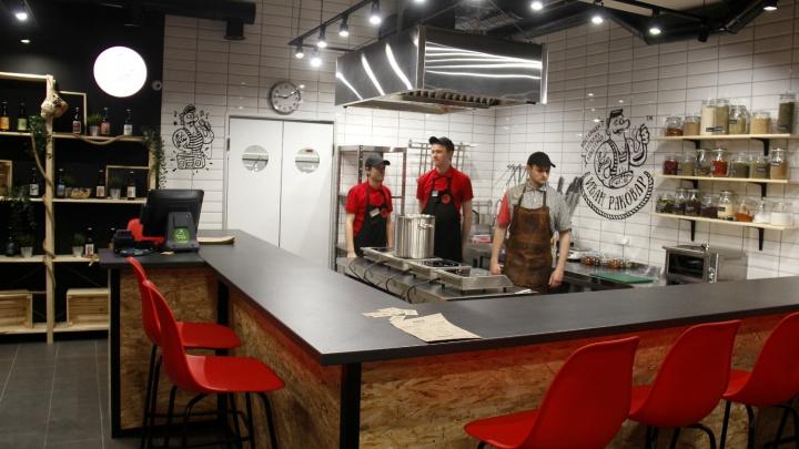 В Новосибирске заработала закусочная из Краснодара, с вареными раками по 1500 рублей
