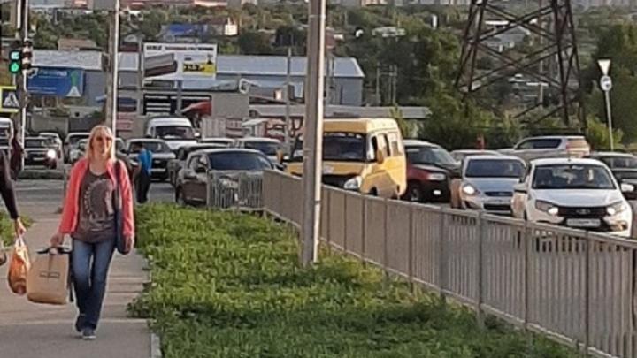 В Волгограде столкновение маршрутки и иномарки привело к пробке на Второй Продольной