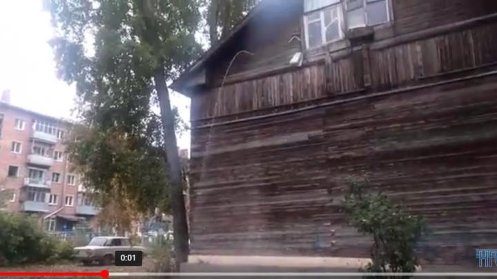 Прохожие пожаловались на струи кипятка с третьего этажа дома на «Телецентре»