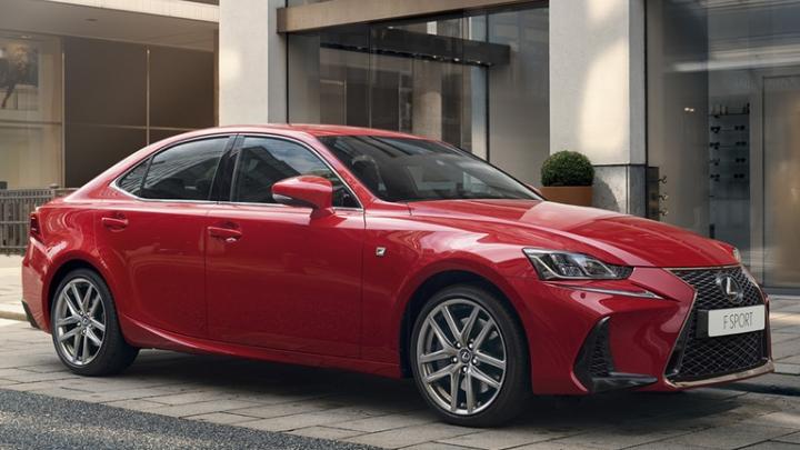 Lexus начал продавать свою самую маленькую легковушку