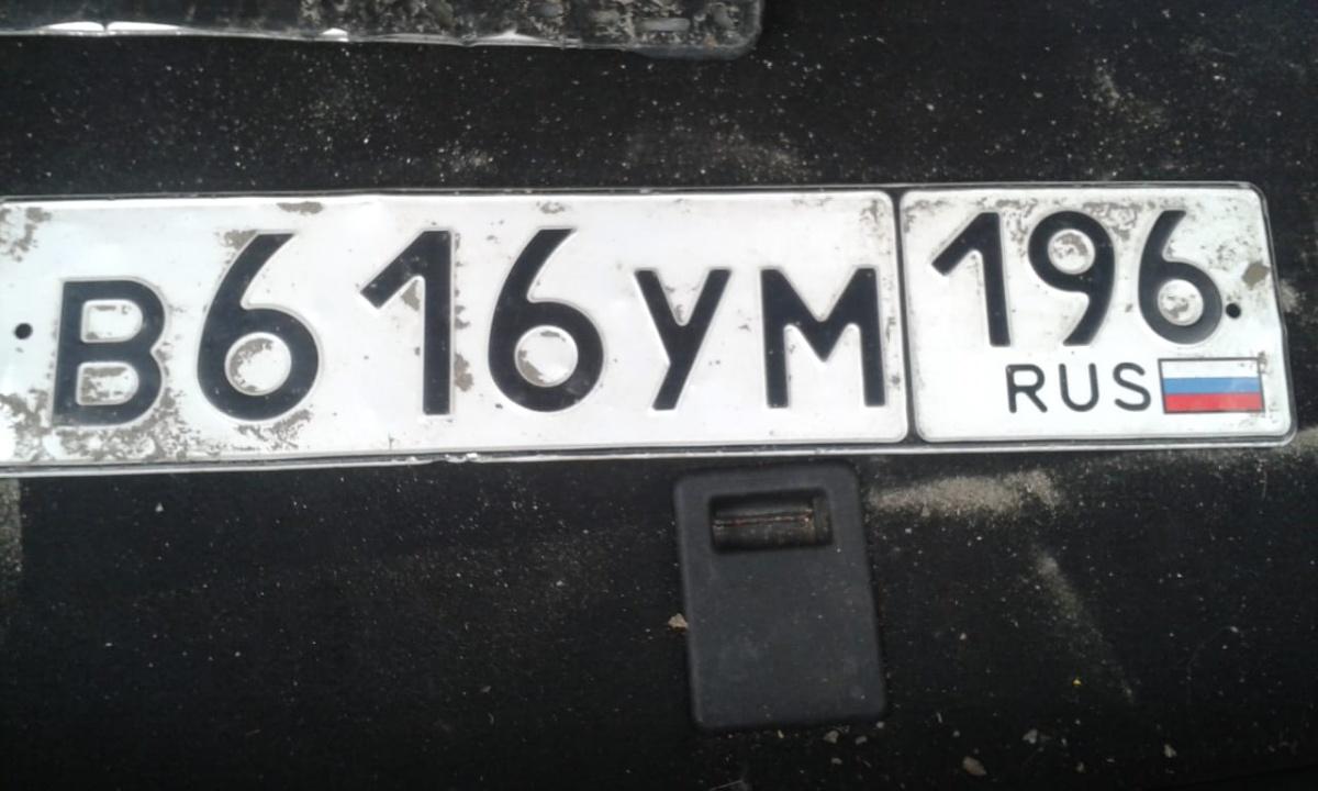 В Екатеринбурге водители потеряли госномера во время потопа